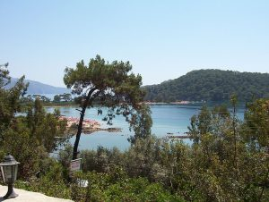 By Jongleur100 (Own work) [Public domain], via Wikimedia Commons_https://commons.wikimedia.org/wiki/File%3ABlue_lagoon.jpg Статья: Курорт Олюдениз (Ölüdeniz) Турция