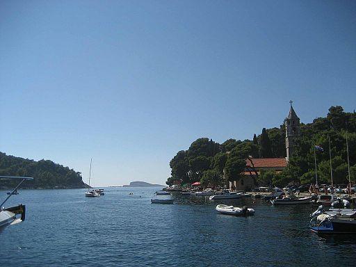 By Modzzak (Own work) [Public domain], via Wikimedia Commons https://upload.wikimedia.org/wikipedia/commons/9/9f/Cavtat%2C_Croatia.JPG Лучшие курорты Хорватии